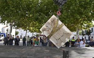 Guadiana acaba con sus símbolos franquistas