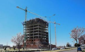 La venta de viviendas se desploma un 42,7% en agosto en Extremadura, la mayor caída por regiones