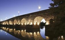 Comienza la instalación de la iluminación artística del Puente Romano