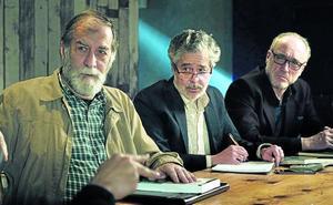 El placentino Santiago Requejo dirige a tres abuelos en busca de trabajo