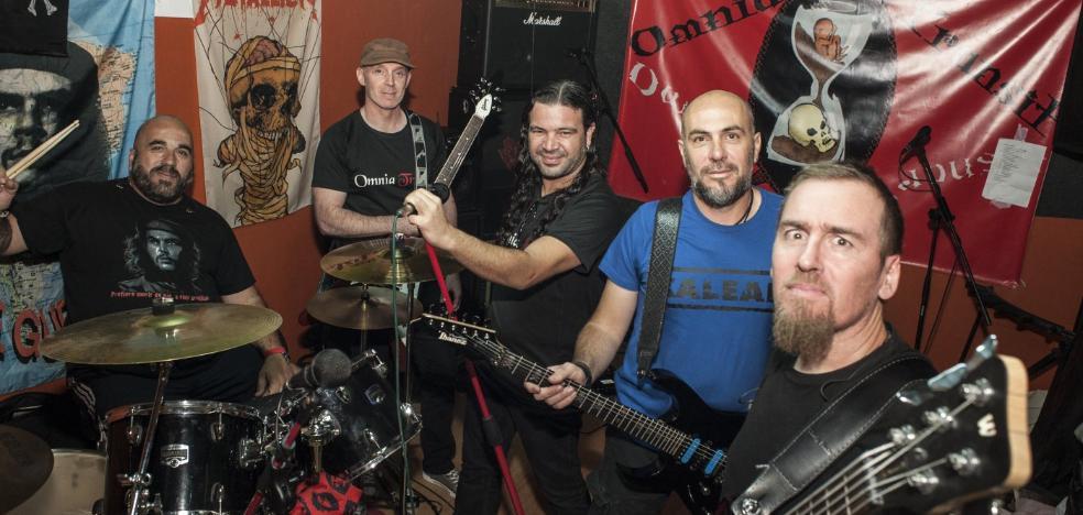 Omnia Transit canta rock duro contra el acoso o la anorexia