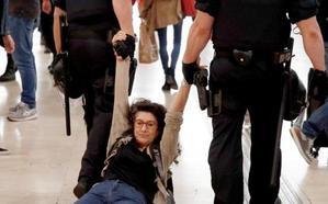 Las protestas contra la sentencia comienzan un día antes a medio gas
