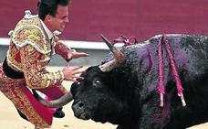 El novio torero de Victoria Federica, grave por cogida