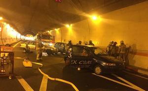 Un simulacro mantiene cortado al tráfico el túnel de Miravete