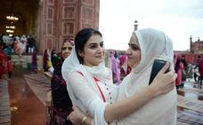 Herida grave una mujer paquistaní al ser agredida con hachas por su familia al negarse a preparar té