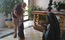 Vecinos de Cabeza del Buey ayudan a limpiar la parroquia
