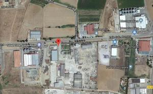 Herido tras caer desde un tejado y quedar atrapado en una máquina en Puebla de la Calzada