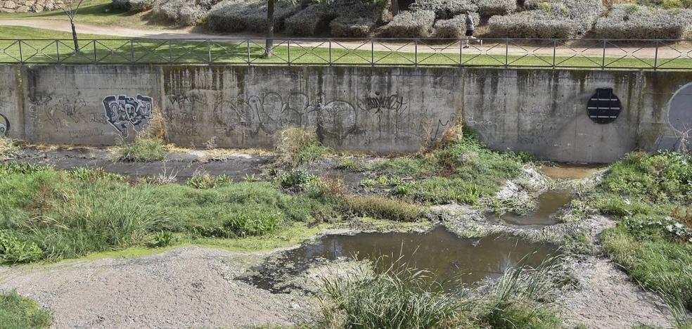 La lluvia provoca nuevos vertidos de aguas fecales en el barrio pacense de San Roque