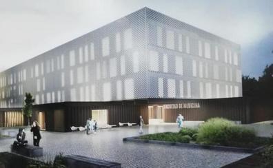 Vara apunta que la nueva Facultad de Medicina en Badajoz empezará a construirse en primavera