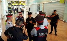 Policías nacionales y mossos se unen al otro lado de la barricada