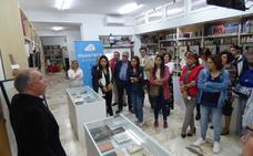 La muestra 'Escrito por mujeres' llega a la biblioteca de Castuera