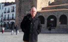 «Aunque nací en Cáceres tuve la fortuna de ser niño de pueblo»
