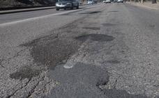 Varias barriadas piden mejoras en el asfalto y las aceras de sus calles