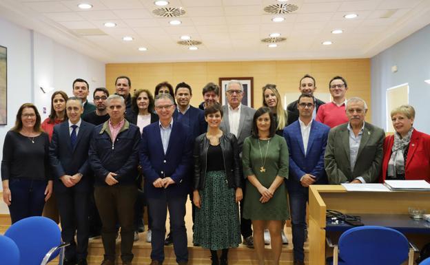 Representantes de las 18 localidades, ayer en Don Benito. :: E. DOMEQUE