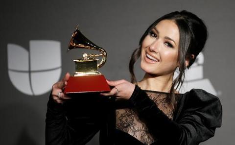 Nella, intérprete de 'Volando', gana el Grammy Latino como Mejor Nuevo Artista