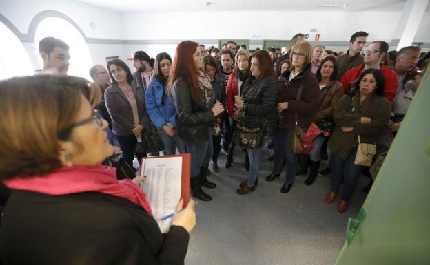 Examen de oposiciones a la Junta de Extremadura celebrado en Cáceres. :: HOY/