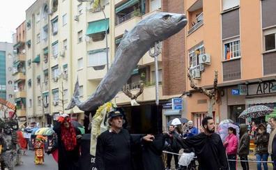 Los vecinos de San Roque de Badajoz acusan a la Falcap de mentir y tratar de acabar con el Entierro de la Sardina