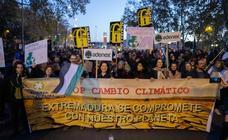 Participantes extremeños en la marcha por el clima celebrada en Madrid