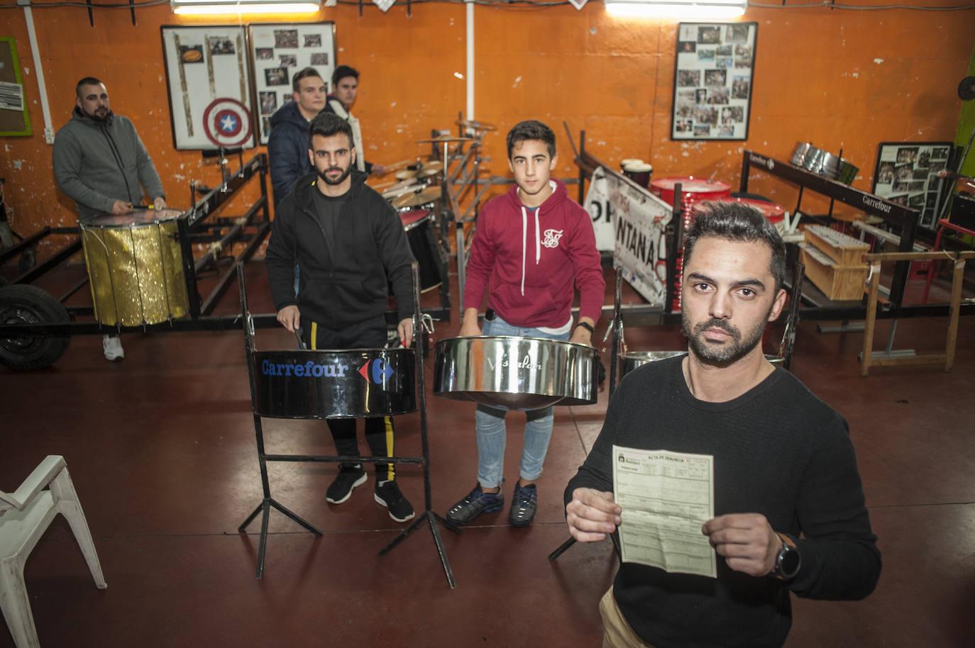 La Policía Local de Badajoz multa a una comparsa durante un ensayo por exceso de ruido