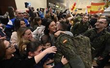 El regreso de los militares que estaban en Letonia, en imágenes