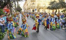 Diecisiete comparsas infantiles participan en el primer desfile en la avenida de Huelva