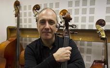 El violonchelista Asier Polo sustituye a Anne Manson en los conciertos de la OEx esta semana