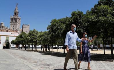 Los Reyes viajan de la Zarzuela al barrio más pobre de España en su gira autonómica