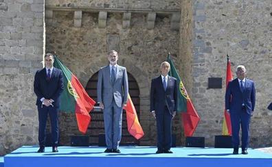 El Rey, Sánchez y sus homólogos lusos simbolizan en Badajoz la reapertura de fronteras