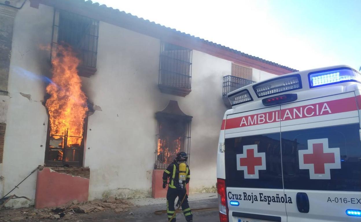 Un Fallecido Y Dos Mujeres Heridas En El Incendio De Una Vivienda En Oliva De Mérida Hoy