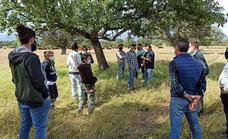 Jóvenes de Navalmoral de Mata se forman en ganadería regenerativa y pastoreo dirigido