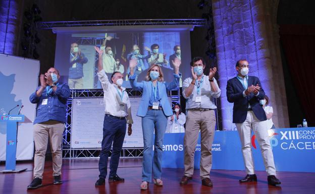 Monago, Laureano León, Ana Beltrán, Rodríguez Campos y Rafael Mateos al final del congreso ../ Armando Méndez