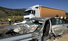 El conductor del turismo que chocó con un camión en Talarrubias está en la UCI