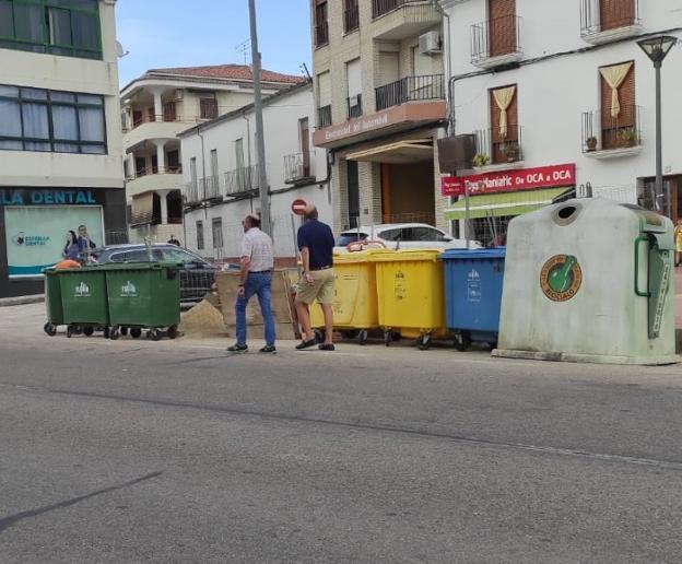 Un área de contenedores para reciclaje en Trujillo.  / JSP