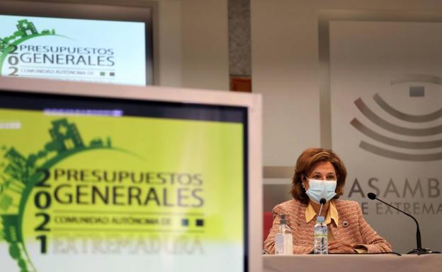 Pilar Blanco-Morales en la presentación de las cuentas regionales de 2021 el año pasado en la Asamblea.  /HOY DIA