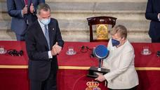 Angela Merkel recibe el premio Carlos V