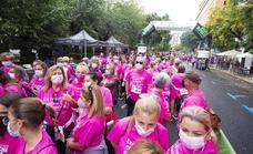 Cáceres se conciencia en la lucha contra el cáncer en la primera Marcha Rosa tras la covid