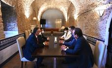 Pedro Sánchez recibe en Moncloa a sus aliados extremeños