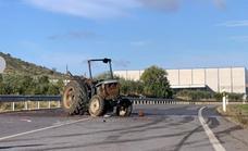 Muere el conductor de un tractor de 87 años en un choque con un camión cerca de Fuente del Maestre