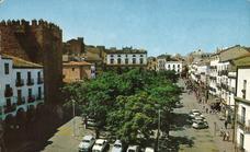 La añorada Plaza Mayor arbolada de Cáceres