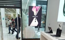 Roban móviles valorados en 60.000 euros en una tienda de El Faro en Badajoz