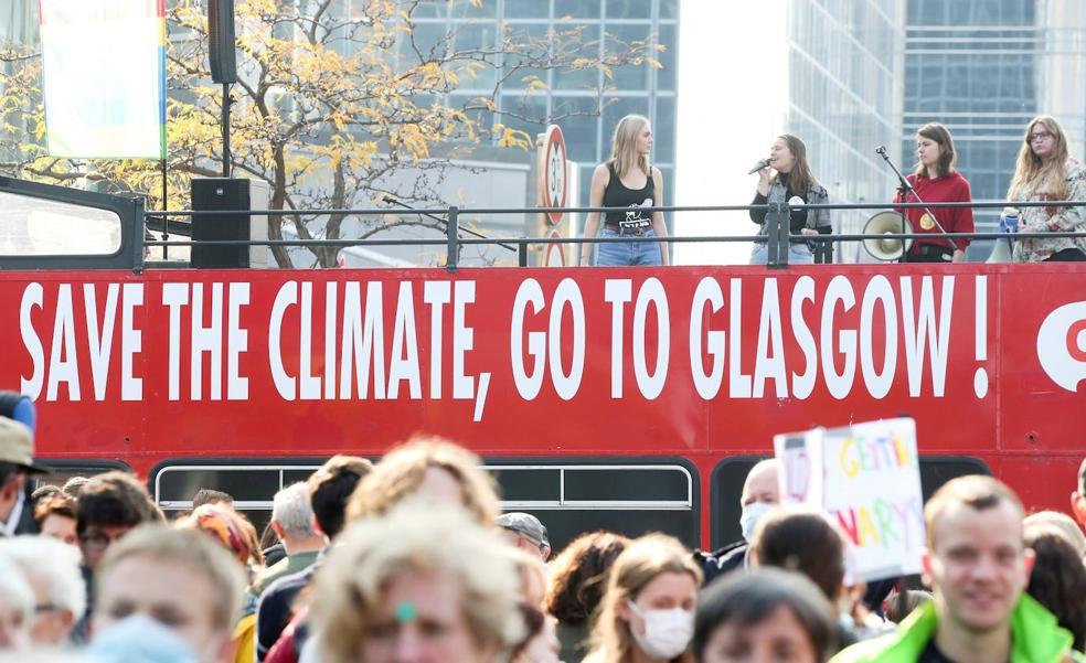 Una manifestación de activistas climáticos en Bélgica, con motivo de la COP26 que se celebrará en Glasgow.