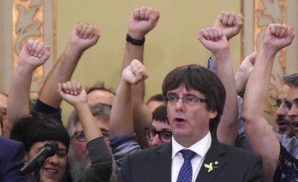 Puigdemont, tras declararar la independencia el 27 de octubre de 2017.