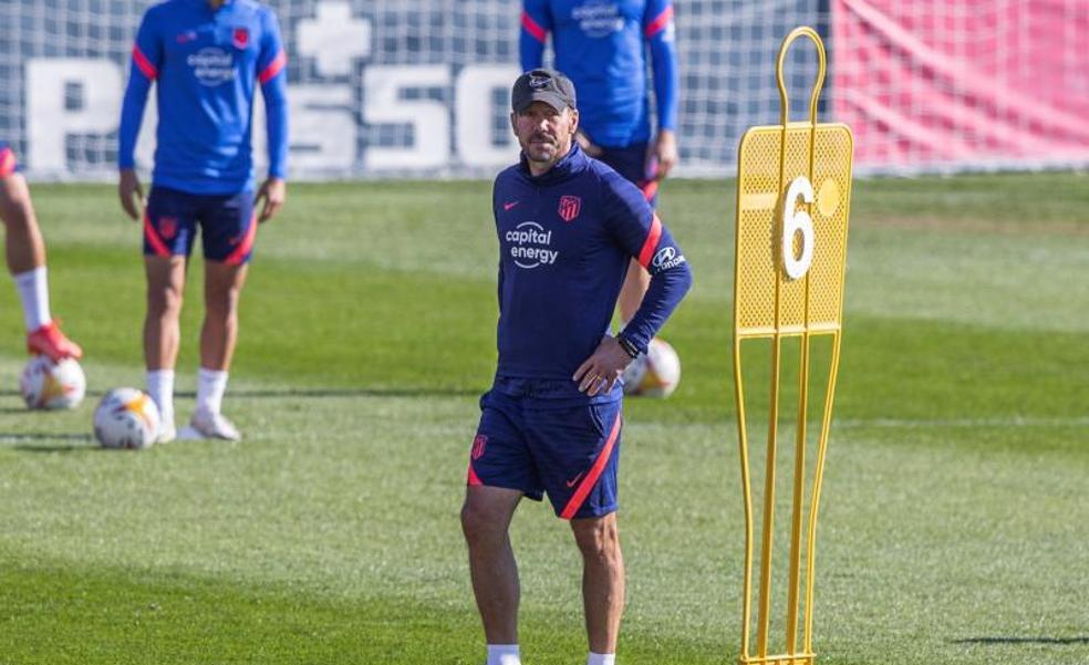 El Cholo Simeone, en el último entrenamiento del Atlético antes de visitar al Levante.