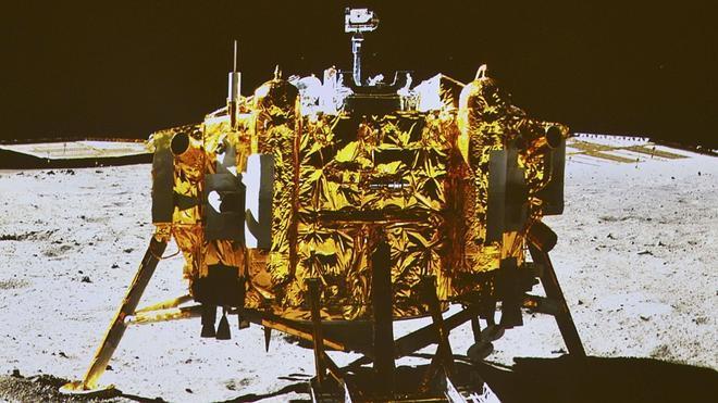 China presenta su primer vehículo lunar para astronautas