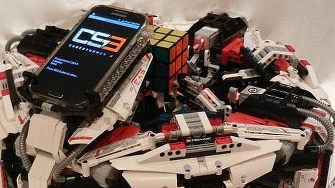 Un robot de Lego bate el récord del mundo al resolver un cubo de Rubik en 3 segundos