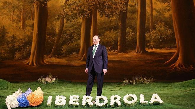 Iberdrola recorta su beneficio un 13% tras la reforma eléctrica