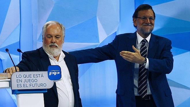 Rajoy dice que el PP garantiza que en Cataluña no pase nada irreparable