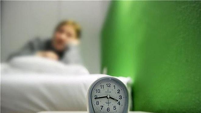Dormir pocas horas puede ayudarte a engordar