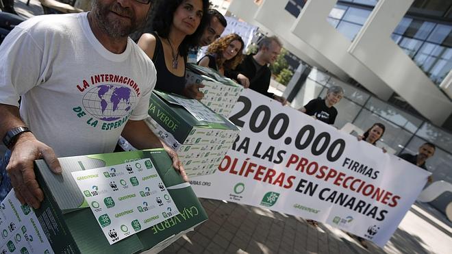 Más de 200.000 personas piden a Repsol la suspension de las perforaciones en Canarias