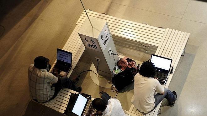 Los peligros del WiFi público en vacaciones